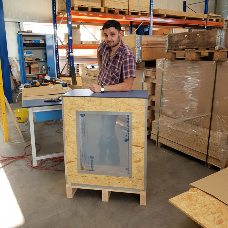 PRO Crating Systems - Beispiel Anwendung Stehpult